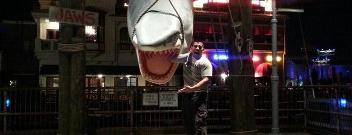 Jaws is one of Tempat yang Disukai Carl.