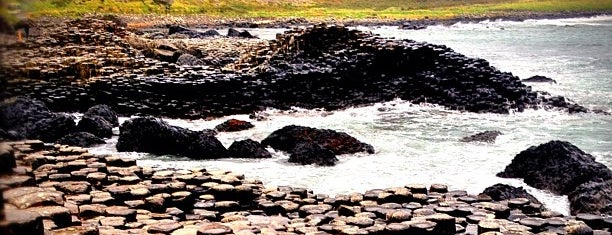 Giant's Causeway is one of Locais salvos de Irina.