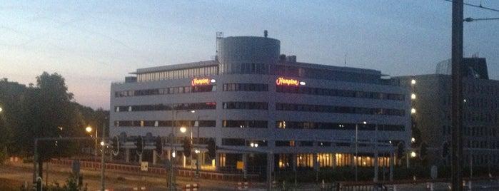 Hampton by Hilton Amsterdam Airport Schiphol is one of Louise'nin Beğendiği Mekanlar.