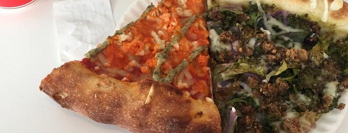 Screamer's Pizzeria is one of Lieux qui ont plu à Parker.