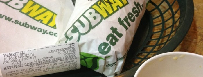 Subway is one of Tempat yang Disukai Omar.
