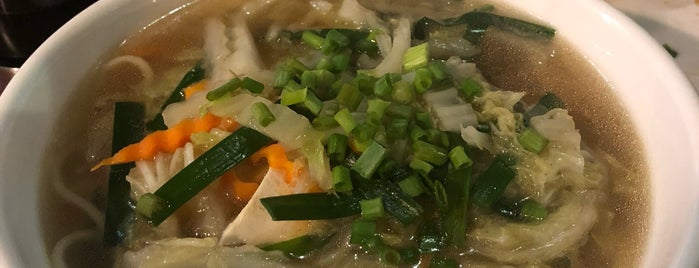 David's Fresh Noodle (Handmade) is one of Tempat yang Disukai Louise.