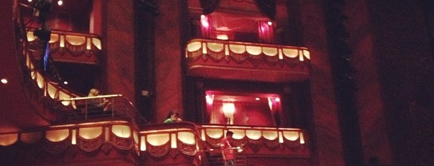 Prince Edward Theatre is one of Locais curtidos por Aisha.