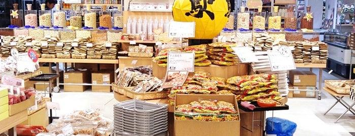 日本百貨店 しょくひんかん is one of Orte, die Hide gefallen.