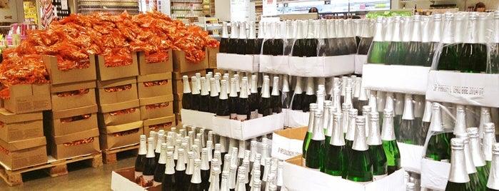 Swedish Food Market is one of イリアナ | Iriana'nın Kaydettiği Mekanlar.