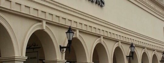 Michael Kors Outlet is one of Lugares favoritos de Samah.