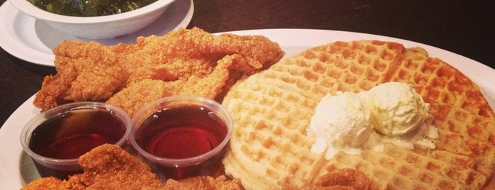 Chicago's Home Of Chicken & Waffles is one of Posti salvati di Nikkia J.