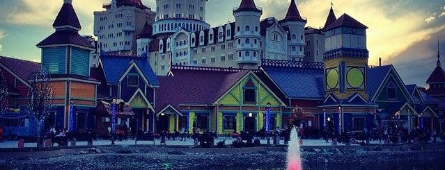 Парк развлечений «Сочи парк» is one of สถานที่ที่ Георгий ถูกใจ.