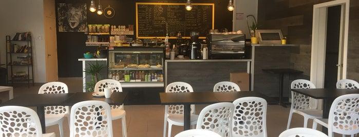 Café Mucho Mucho is one of สถานที่ที่ Tristan ถูกใจ.