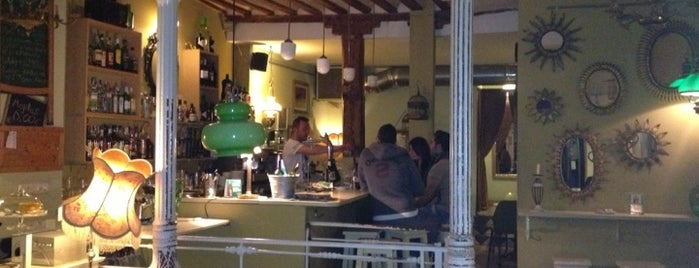 La Paca Café Bar is one of momentos dulces por la capital!.