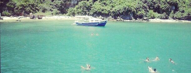 Praia Das Moças - Ilha Feia - Búzios is one of Orte, die Cris gefallen.