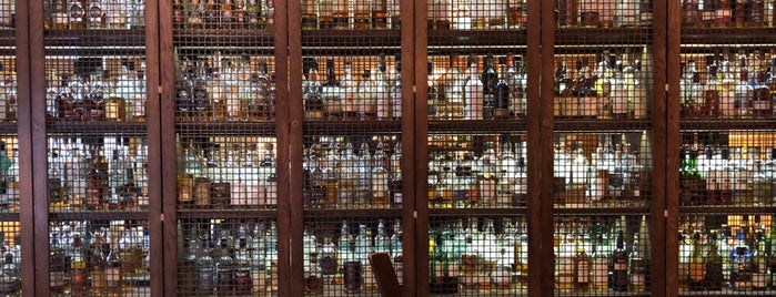 SCOTCH Whisky Bar is one of Edinburg.