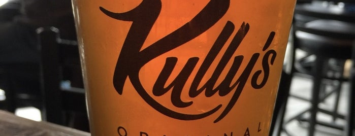 Kully's Original Sports Bar is one of Heather's Liked Places.