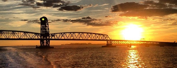 Marine Parkway - Gil Hodges Memorial Bridge is one of Locais curtidos por Montana.
