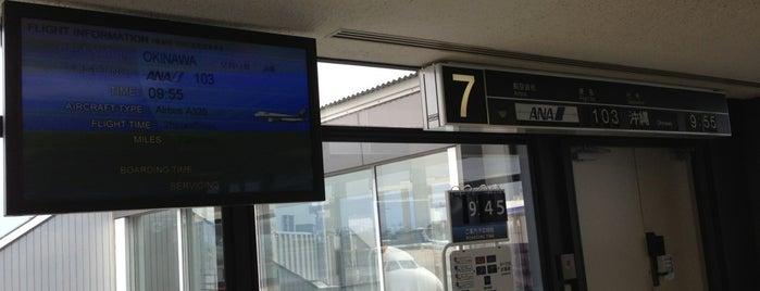 Gate 7 is one of 大阪国際空港(伊丹空港) 搭乗口 ITM gate.