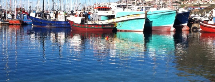 Hout Bay Harbour is one of lua de mel.