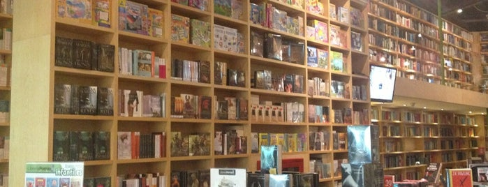 Librería Porrúa is one of Heidiさんの保存済みスポット.