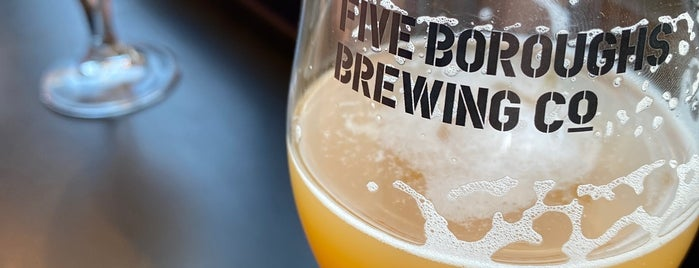 Five Boroughs Brewing Co. is one of Tempat yang Disukai Erik.