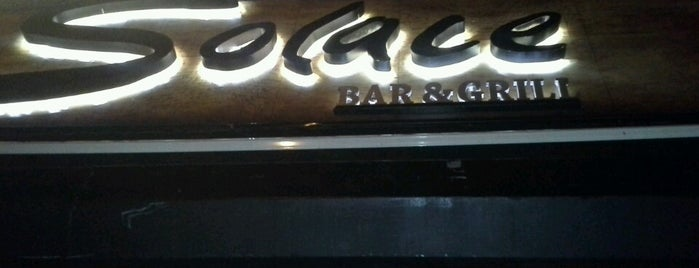 Solace Bar & Grill is one of Lugares favoritos de Viviana.