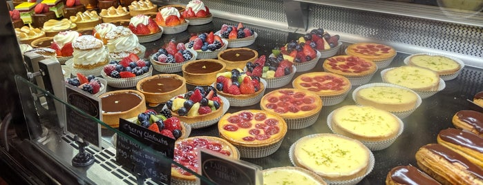 Boulangerie Patisserie is one of Lugares favoritos de Mike.