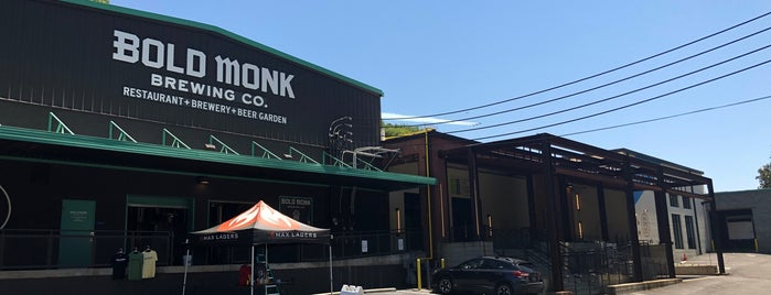 Bold Monk Brewing Co. is one of Tempat yang Disukai Phil.