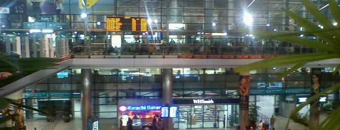 Rajiv Gandhi International Airport (HYD) is one of Locais salvos de JRA.