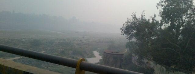 Yamuna Bridge is one of Lugares que quero conhecer.