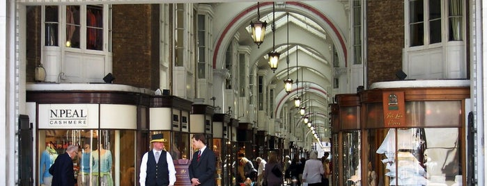 Burlington Arcade is one of Londra.