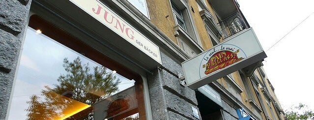 Jung is one of สถานที่ที่ Antonia ถูกใจ.