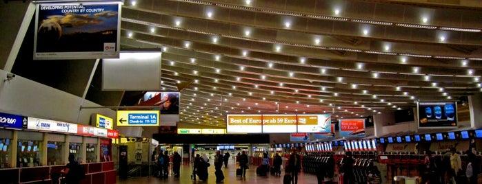 Aeroporto de Viena-Schwechat (VIE) is one of Airports (around the world).