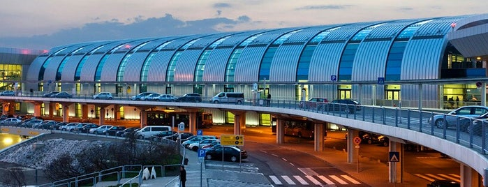 Budapest Liszt Ferenc International Airport (BUD) is one of Tempat yang Disukai Violette.
