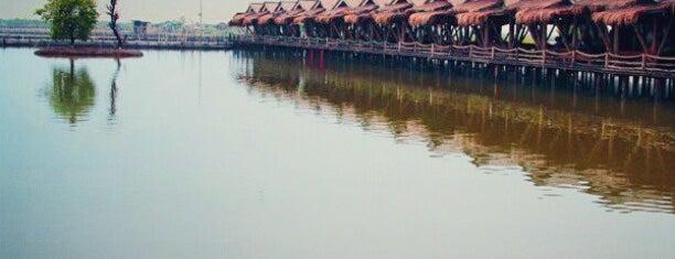 Tanjung Laut Resto is one of Locais curtidos por MaRLiAnA.