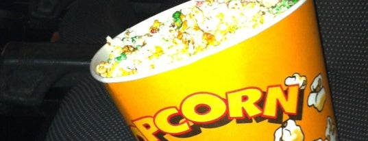 Cinesa La Farga is one of Cine, copas y algo más.