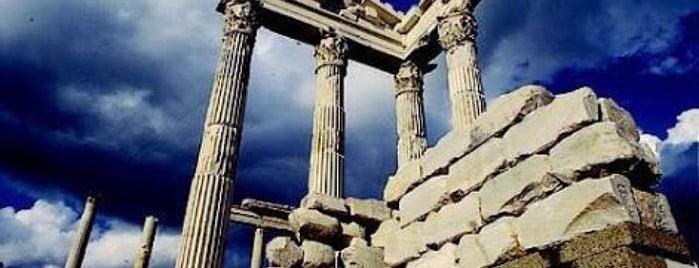Acropolis Pergamon is one of ♏️UTLU'nun Beğendiği Mekanlar.