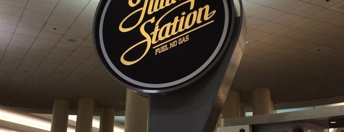 Ford's Filling Station is one of LAX Terminal 5 Eats!.