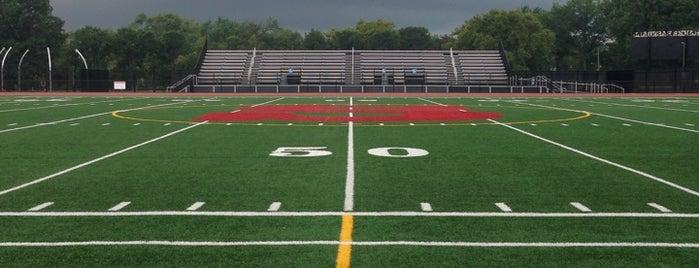 Shaker Heights High School is one of Lugares favoritos de Joseph.