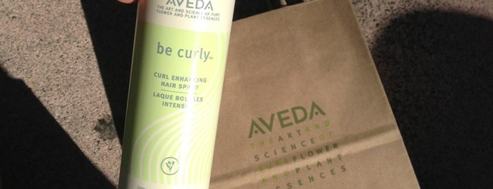 Aveda Experience Center is one of Lugares favoritos de Bruce.