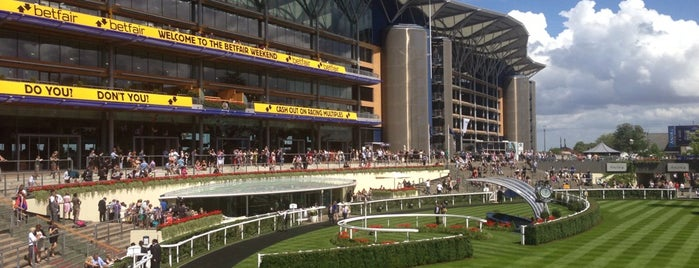 Ascot Racecourse is one of Locais curtidos por Zeynep.