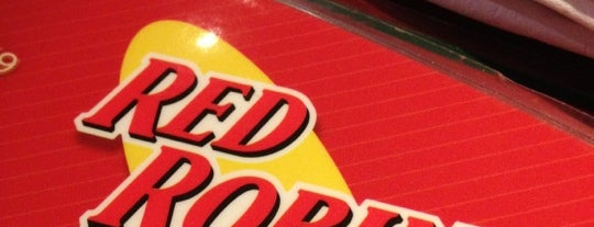 Red Robin Gourmet Burgers and Brews is one of Locais curtidos por Julie.