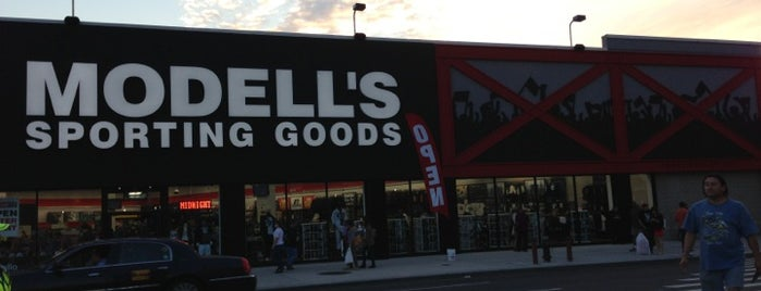 Modell's Sporting Goods is one of Tempat yang Disukai Jason.