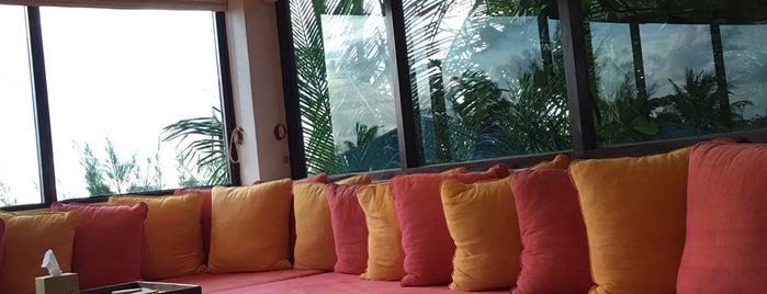 Soneva lounge is one of Hoteles.