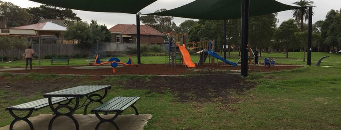 Morton Park is one of สถานที่ที่ Shelley ถูกใจ.