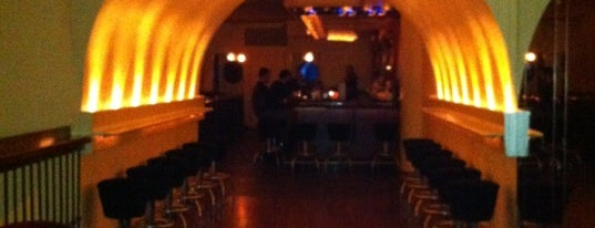 Flatiron Lounge is one of Locais curtidos por Heidi.