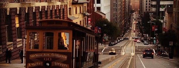 California Street Cable Car is one of San Francisco SFO.