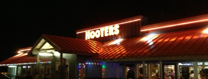 Hooters is one of William's Liked Places.