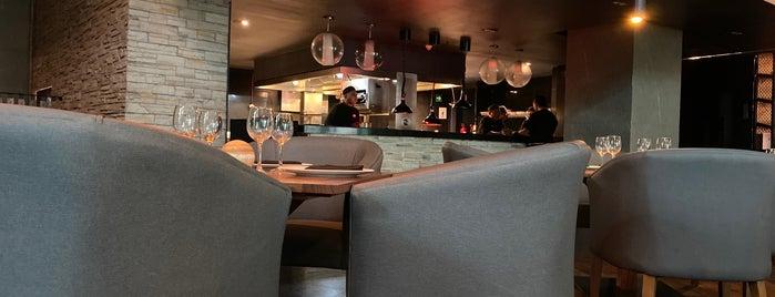 mb Restaurant is one of Locais curtidos por Camila.