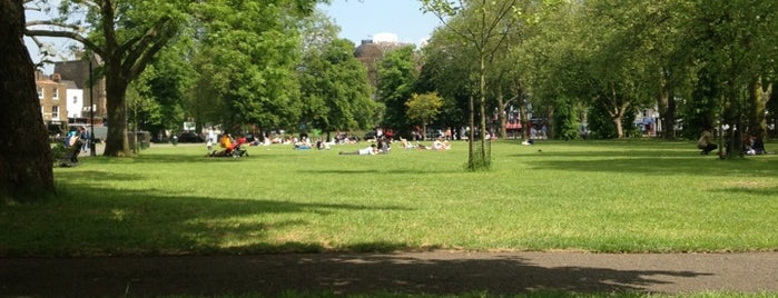 Clapham Common South Side is one of Kevin'in Beğendiği Mekanlar.