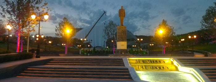 Haydar Aliyev Parkı is one of Locais curtidos por Fatih.