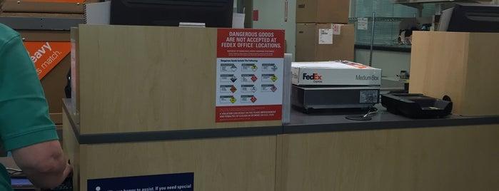 FedEx Office Print & Ship Center is one of Orte, die Brett gefallen.