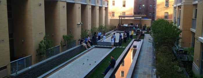 Highland Park Courtyard + Bocce Ball Courts is one of Orte, die Andrew gefallen.